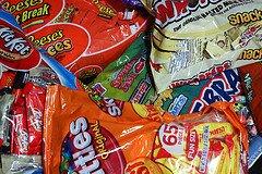 Halloween-Candy-wG72Ys.jpg
